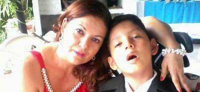 Menor con enfermedad huérfana padece por demoras de Medimás