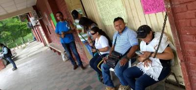A primera hora de la mañana los extrabajadores de firmas al servicio de Ecopetrol se encadenaron.