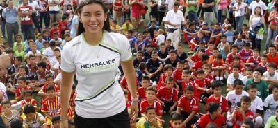 De izquierda a derecha, las futbolistas santandereanas Yoreli Rincón, Manuela González y Daniela Arias, quienes fueron convocadas a la selección Colombia femenina de mayores que se prepara para la Copa América.