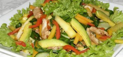 En el Osps señalan que es importante consumir frutas enteras, verduras y hortalizas frescas y de diferentes colores, aprovechando la producción local o temporadas de cosecha en la región.