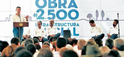 El presidente Santos estuvo en un evento en Anapoima, Cundinmarca, en donde entregó una obra de un escenario deportivo construida por el Departamento de la Prosperidad Social.
