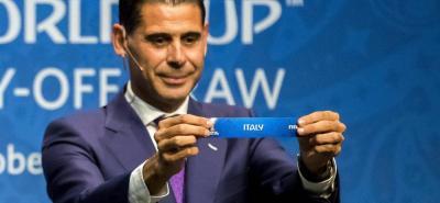 El español Fernando Hierro, referente del fútbol orbital, estuvo en el sorteo de las eliminatorias europeas de repesca al Mundial de Rusia 2018 celebrado en Suiza.