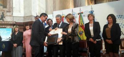 En el Salón Azul del Senado de la Nación Argentina se llevó a cabo, el pasado 19 de octubre, la ceremonia de la decimosexta entrega de distinciones 'Gobernador Enrique Tomás Cresto'.