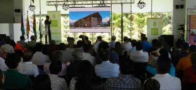El arquitecto Daniel Bonila fue el diseñador del proyecto de la sede Bicentenario de la UIS, Socorro, y explicó los sistemas constructivos y los amplios espacios con que contará la sede.