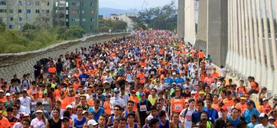 Una enorme mancha naranja se paseó ayer por las principales calles de Bucaramanga que se deleitó con la edición XIV del ¼ de Maratón de Bucaramanga que tuvo más de 48 mil participantes.