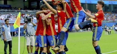 España ofreció ayer su mejor versión en el Mundial Sub-17 de la India al derrotar con solvencia y un contundente 3-1 al equipo revelación del torneo, Irán, una selección que había salvado con holgura todos sus partidos previos, pero no fue rival para los comandados por Santi Denia.