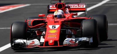 En su último intento de vuelta rápida, el alemán Sebastian Vettel llevó a su Ferrari a marcar el mejor tiempo y quedarse con la 'pole' del Gran Premio de México de Fórmula Uno.