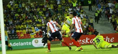 Harlin Suárez anotó el único gol del Atético Bucaramanga ante Junior, en un partido en el que el conjunto visitante se llevó los tres puntos del Alfonso López.