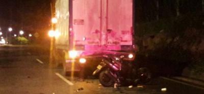El motociclista fue trasladado a un centro asistencial por la gravedad de las heridas.