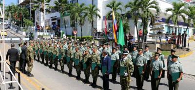 El Ejército Nacional se encargó de brindar un espectáculo aéreo mientras en tierra, las autoridades policivas, militares y organismos de socorro engalanaban el acto central.