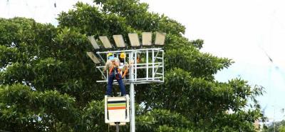 Mayor visibilidad, seguridad y modernidad son algunas de las bondades que trae la tecnología LED para el alumbrado público; además del ahorro en el consumo de energía.