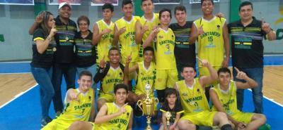 Esta es la selección Santander de baloncesto masculino que consiguió el título del Campeonato Nacional Interligas e Interclubes de Armenia, Quindío.