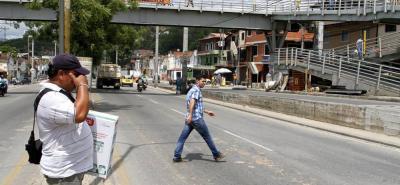 Este es el sitio donde fue arrollado el niño. Muchos peatones prefieren no usar el puente.