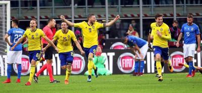 Suecia se convirtió en la vigésimo novena selección en sellar el billete para el Mundial del Rusia 2018, tras eliminar ayer en la repesca a Italia, cuatro veces campeona mundial, tras hacer valer el 1-0 del partido de ida al empatar 0-0 en Milán.