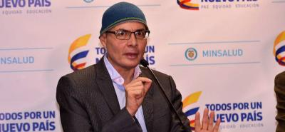 El ministro de Salud le salió al paso a las declaraciones del presidente Maduro sobre la venta de medicamentos.