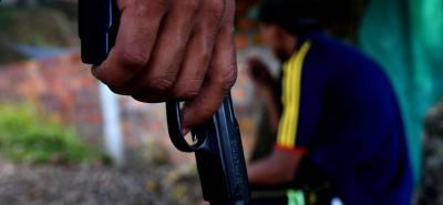 En uno de los lotes contiguos a Fertilizantes se produjo el atentado que dejó a una persona con una herida de bala en la cabeza. Se presume que eran consumidores y por ello fueron atacados.