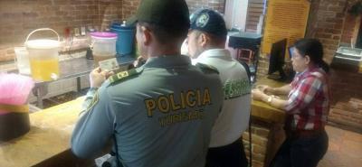 A medida que se acerca la temporada de fin de año de vacaciones, la Policía de Turismo refuerza controles en restaurantes.