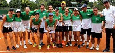 Este es el grupo de jugadores del registro del Club Campestre de Bucaramanga que terminó subcampeón en el Nacional Interclubes de tenis que se jugó en Pereira.