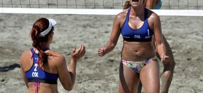 La santandereana Yuli Tatiana Ayala Machado se colgó ayer la medalla de plata en el torneo de voleibol playa femenino, en el que hizo dupla con la antioqueña Diana Ríos, tras disputar y caer en la final ante la pareja de Paraguay por 2-1.