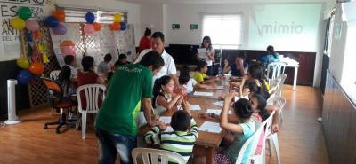 Esta estrategia de prevención incluye procesos de formación en derechos de los niños y jóvenes, liderazgo, convivencia y reconciliación.