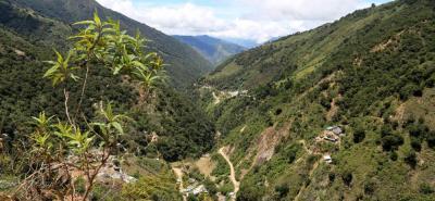 En la fotografía está el valle de la quebrada La Baja y la zona de desarrollo del proyecto (derecha).