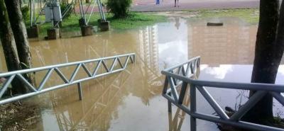 El estadio de Atletismo Luis Enrique Figueroa de Bucaramanga nuevamente amaneció inundado. El abandono en el que se encuentra este escenario es innegable.