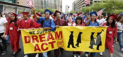 """""""El Gobierno tiene que enfrentar la realidad y darle un camino a los 'soñadores' para la regularización de su estatus migratorio"""", indicaron los jóvenes."""