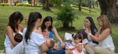 En la actualidad los hogares colombianos muestran menos tiempo para la preparación de alimentos sanos, por eso los especialistas orientan sus esfuerzos a mejorar la lactancia materna sostenida.