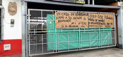Con carteles, los Bomberos Voluntarios de Puerto Berrío dan cuenta de la crisis.