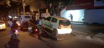 Este vehículo de servicio público también fue inmovilizado por parte de los alféreces de la Dirección de Tránsito de Bucaramanga.