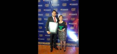 Alejandro Almeida, director ejecutivo Fenalco Santander, y Maribel Pinilla Landazábal, gerente Hotel Chicamocha.