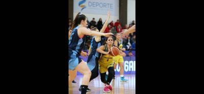 La santandereana Dayana Camila Fuentes Medina recibió una vez más el llamado a la selección Colombia sub 17 de baloncesto femenino.