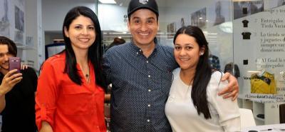 Olga Luna, gerente Centro Comercial Parque Caracolí, Robinson Díaz e Isabel Forero.