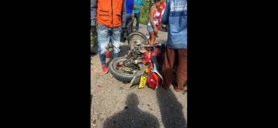 Un lamentable accidente tuvo lugar en el sector conocido como 'La Ye', donde dos motocicletas chocaron de frente. Una persona murió y tres resultaron heridas.