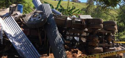 Un camión se salió de la vía y aplastó una vivienda en Santander