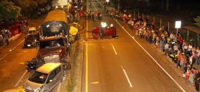 Varios de los vehículos involucrados en el accidente quedaron como perdida total.