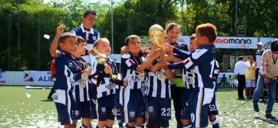 El Club La Masía de Cúcuta terminó quedándose con el título del Primer Mundialito Sub Baby de Fútbol, tras vencer en la final al representativo de Real Caracolí en un intenso partido en el que se impusieron por 4-3.