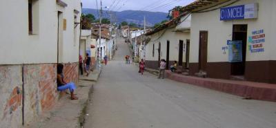 Los Santos tiene una población aproximada de 13.000 habitantes, que se suman a los 32.000 flotantes, en su mayoría turistas y visitantes del sector de la Mesa y Acuarela.