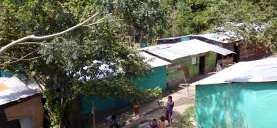 El asentamiento humano Hacienda Río de Oro está formado por cambuches de familias de escasos recursos, quienes no tienen servicio de agua potable.