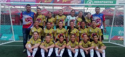 El equipo de Botín de Oro-Ideflorida representa a Santander en el Pony Fútbol Femenino de Medellín y sueña con ganar el certamen.