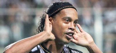 Ronaldinho Gaúcho oficializó su retirada del fútbol