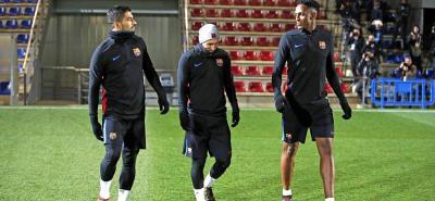 El defensa colombiano Yerry Mina aún no puede jugar con Barcelona porque no ha llegado el pase internacional.