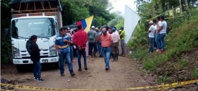 Un centenar de campesinos bloquean Ruta del Cacao en Santander