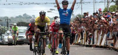 El pedalista colombiano Cristian Talero del equipo GW - Shimano se impuso ayer en la octava etapa de la LIII Vuelta al Táchira, un circuito urbano en Rubio.