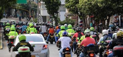Los manifestantes salieron a las 11:00 a.m. de la glorieta del Estadio Alfonso López y pasaron por vías concurridas como la calle 14, la carrera 33 (foto) y el Viaducto La Flora.