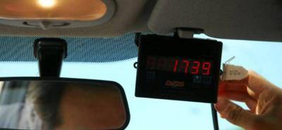 Se presume que tras el reciente incremento de las tarifas, más de un conductor no calibró de manera correcta los taxímetros.