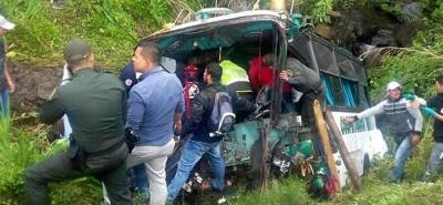 El accidente también dejó a siete heridos y un niño de tres años desaparecido.