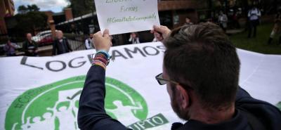 Ayer se realizó una protesta en donde varios ciudadanos y líderes del Partido Verde le pidieron al CNE que avalara los gastos financieros de la consulta anticorrupción.