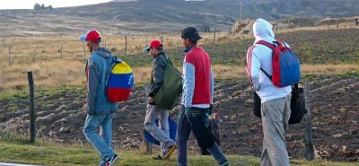 """Una escalada de venezolanos causaría """"dificultades"""" en Colombia: Ministro de Hacienda"""