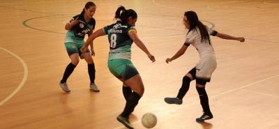 El gol se hizo presente en alto número en la cuarta fecha del campeonato categoría libre de fútbol sala de la cancha Marte.